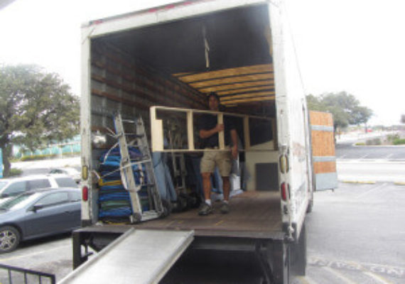 Ask These 4 Questions to the Commercial Moving Company before Hiring Them